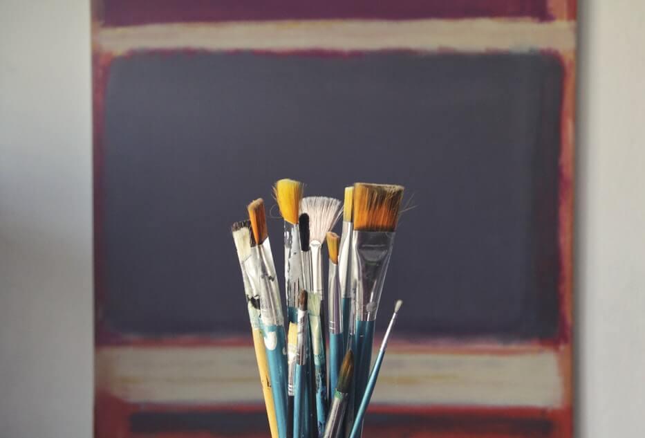 Obrazy olejne ręcznie malowane — jak się tego nauczyć?